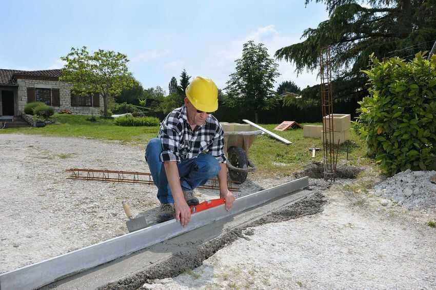 Jak prawidłowo wykonać fundament pod bramę przesuwną?